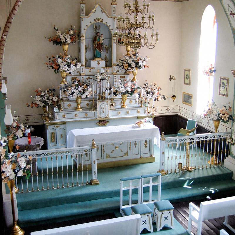 Interior de la capilla de San José en la Hacienda Villejé del siglo XVII.